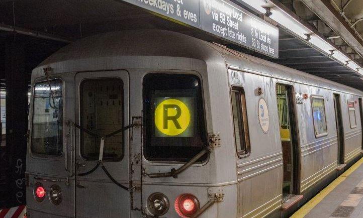 R Train Heading to Bay Ridge