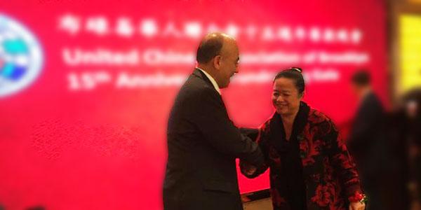 dr lisa eng receiving award