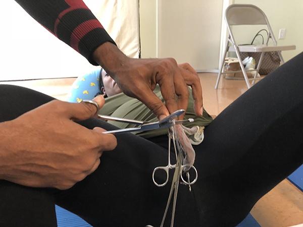 nurse jackie teaching how to cut the cord
